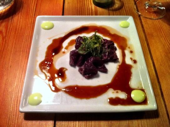 Vikval, väldigt lätt stekt med tataki, ingefära och wasabikräm