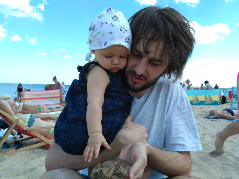 niemowle i meduza na plazy gdańsk