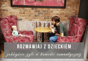 mezczyzna i dziecko siedza wspolnie przy stole w kawiarni na czerwonych fotelach