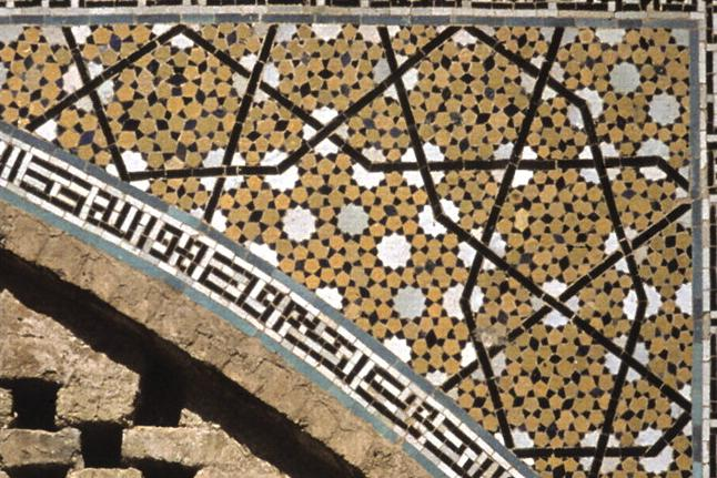 Figure 5. The decagonal pattern on a spandrel from the Darb-e-Imam shrine