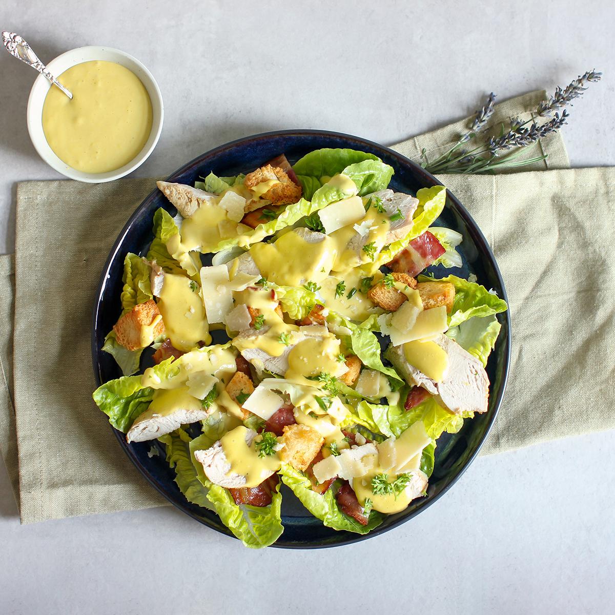 cæsarsalat med kylling og cæsardressing