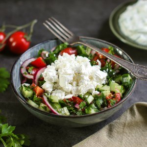 salat med tomat, agurk og fetaost