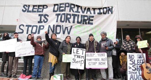 Tiltakozás az alvásmegvonással kínzás ellen