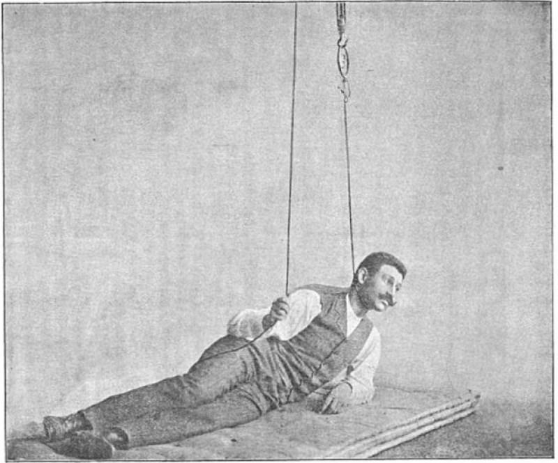 Medicul Minovici, în timpul unui experiment de autostrangulare