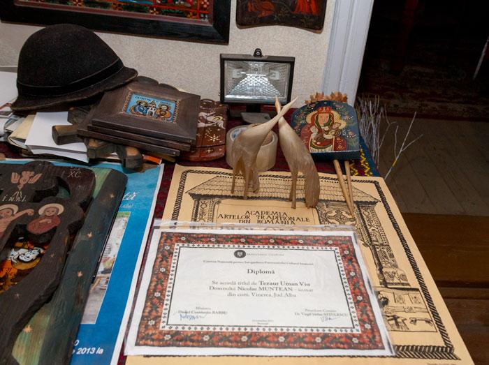 Diploma oficială care atestă calitatea de tezaur uman viu a iconarului Nicolae Muntean