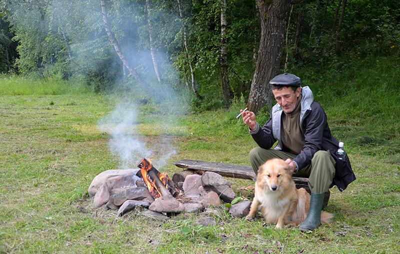 Câinele, mâna dreaptă a ciobanului, pe parcursul călătoriei cu mioarele