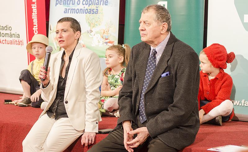 Elena Boholț, președintele AEPF, alături de prezentatorul evenimentului, Octavian Ursulescu