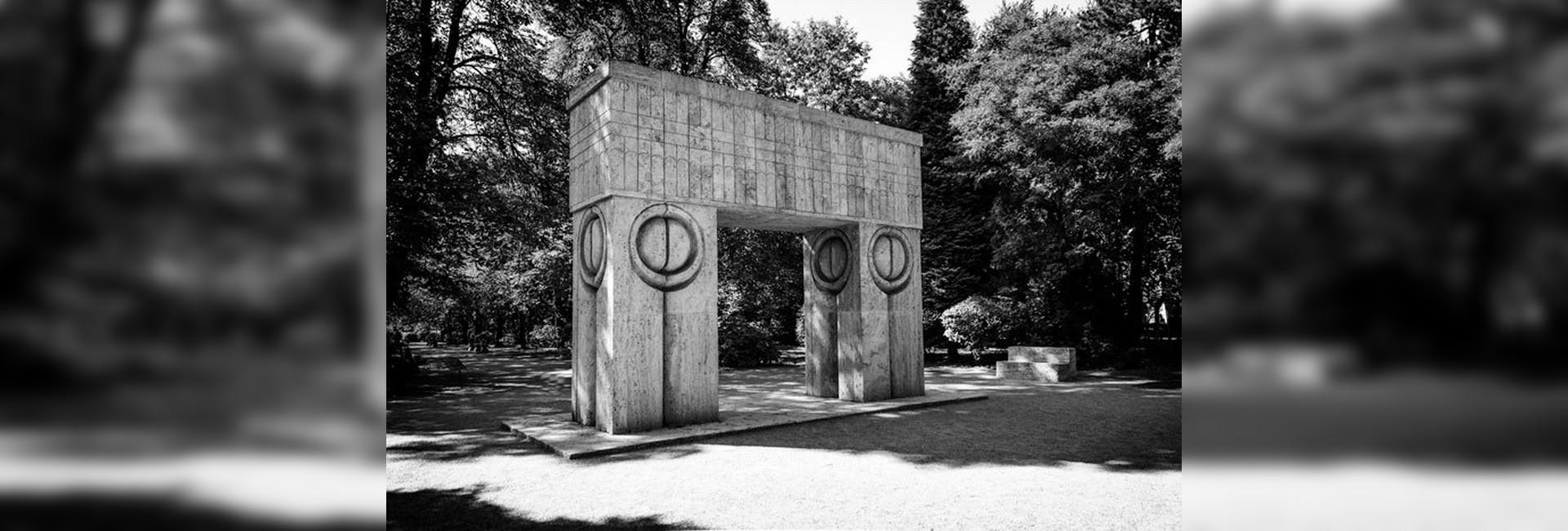 Constantin Brâncuşi pe înţelesul tuturor analiză Târgu Jiu Calea Eroilor Poarta Sărutului slider