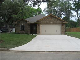 Property for sale at 241 Canterbury Drive, West Columbia,  Texas 77486