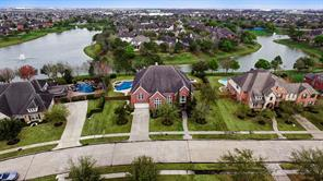 Property for sale at 11805 Crescent Cove Drive, Pearland,  Texas 77584