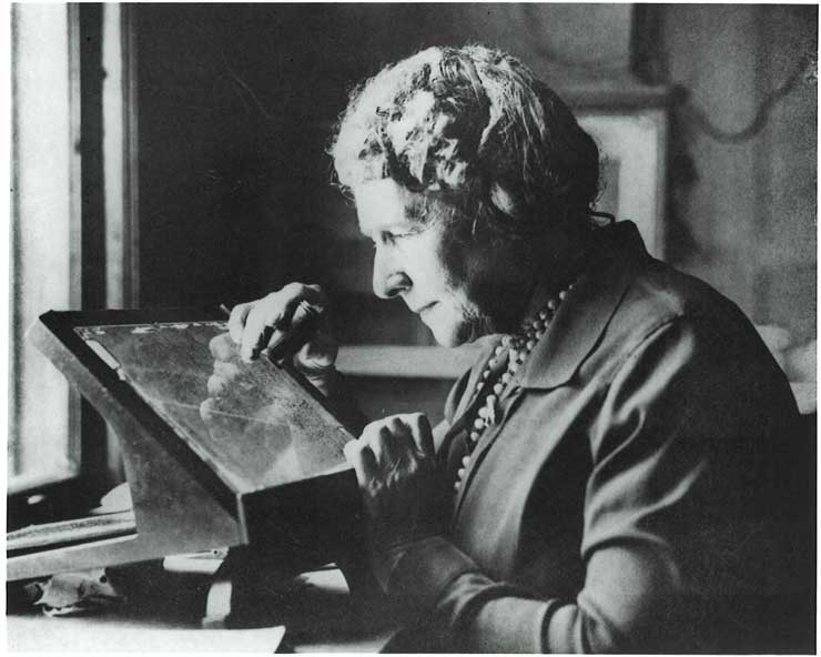 Annie Jump Cannon examines a photographic plates of the night sky.