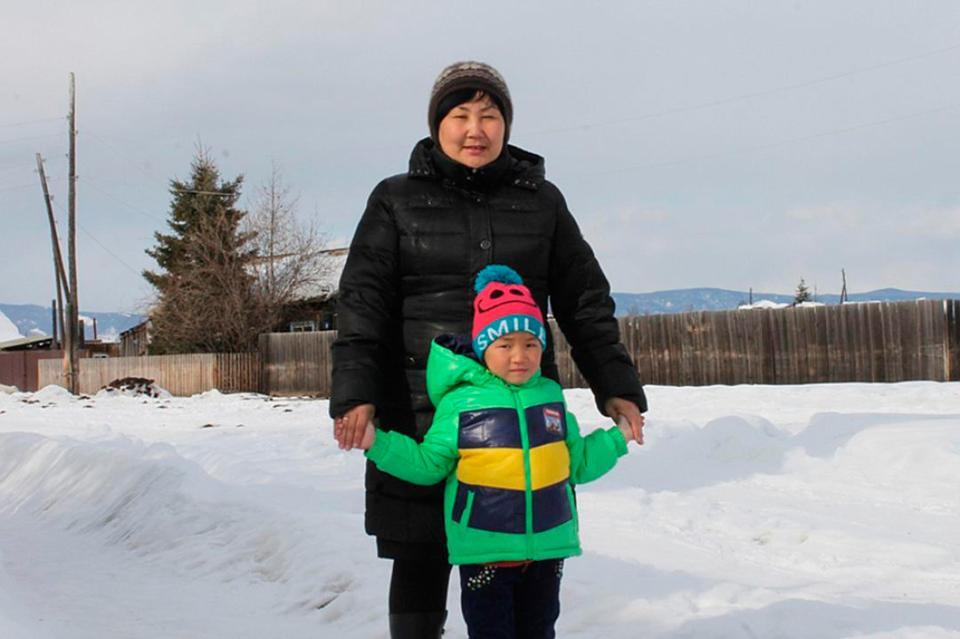 Četverogodišnja djevojčica pješačila osam kilometara kroz tajgu pokušavajući spasiti baku