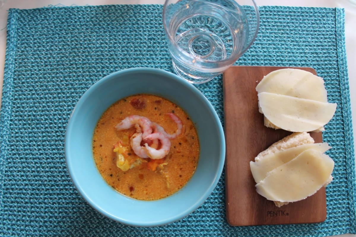 Saffransdoftande fisksoppa med räkor