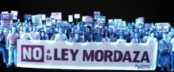"""Miles de hologramas 'protestan' contra la """"represiva"""" Ley Mordaza"""