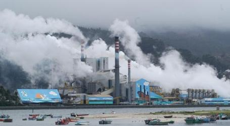 Medio Ambiente da 60 años más a Ence para su planta contaminante de Pontevedra