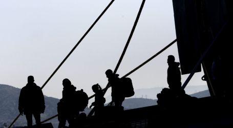 La policía griega acelera la evacuación de refugiados y voluntarios de las islas