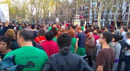 Caceroladas frente a las sedes del PP contra la paralización de la ley catalana antidesahucios