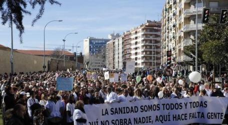 Salamanca: Cerca de 15.000 personas participan en la Marea Blanca por la sanidad pública