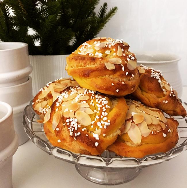 lussebullar med mandelmassa och vanilj