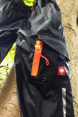 Strapazierfähige und flexible Kinder Outdoor Regenhose mit Taschen für Schätze