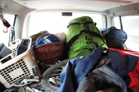 Von Fahrrad bis Gepäck für eine Expedition - alles findet Platz im VW T4 Bulli
