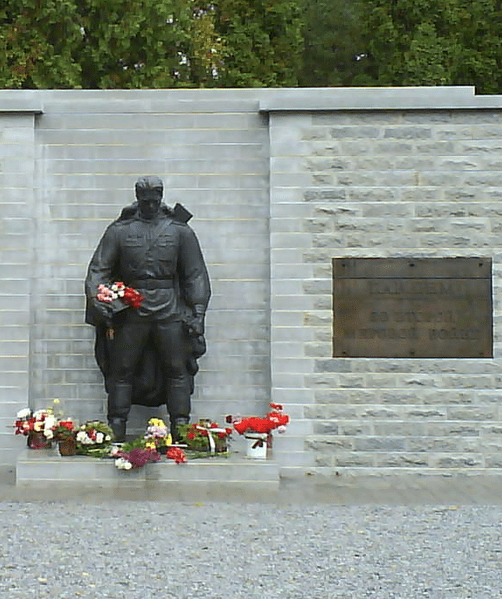 The relocation of a Russian bronze soldier in Tallinn caused violent protests in 2007. Photo: Wikipedia Commons