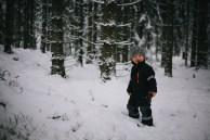 vinter-fotograf-gällstad-ulricehamn-borås-barn-skog-snö-winter-kids-foto