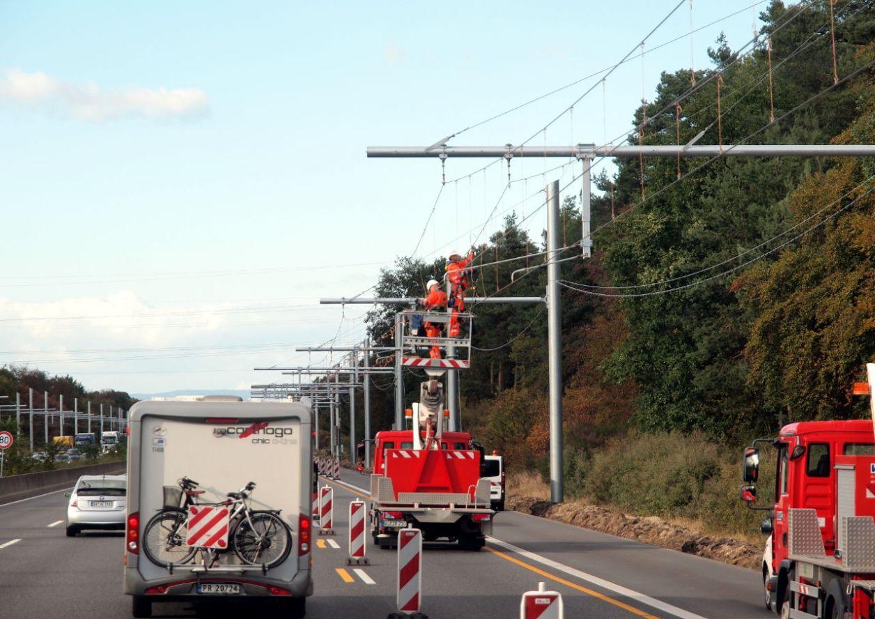 A5の架線工事(9月24日撮影)。区間は5.1キロ、建設費は15億ユーロ © Matsuda Masahiro