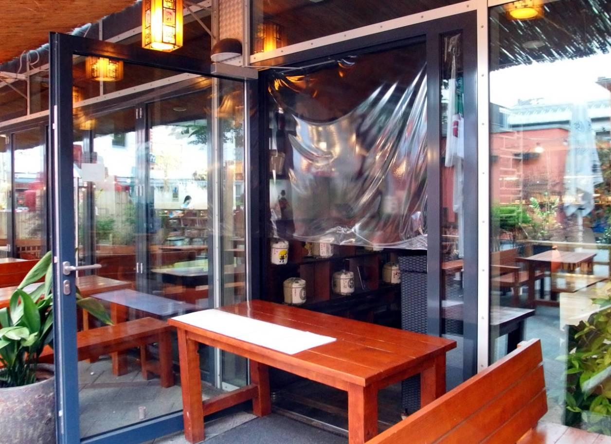日本食レストランのお持ち帰りカウンター、カールスルーエ、2020.05.03. © Matsuda Masahiro