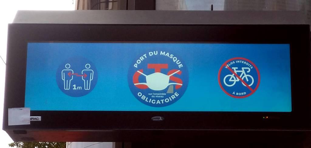 トラム(路面電車)停留所の電光掲示、フランス・ストラスブール、2020.09.19 © Matsuda Masahiro