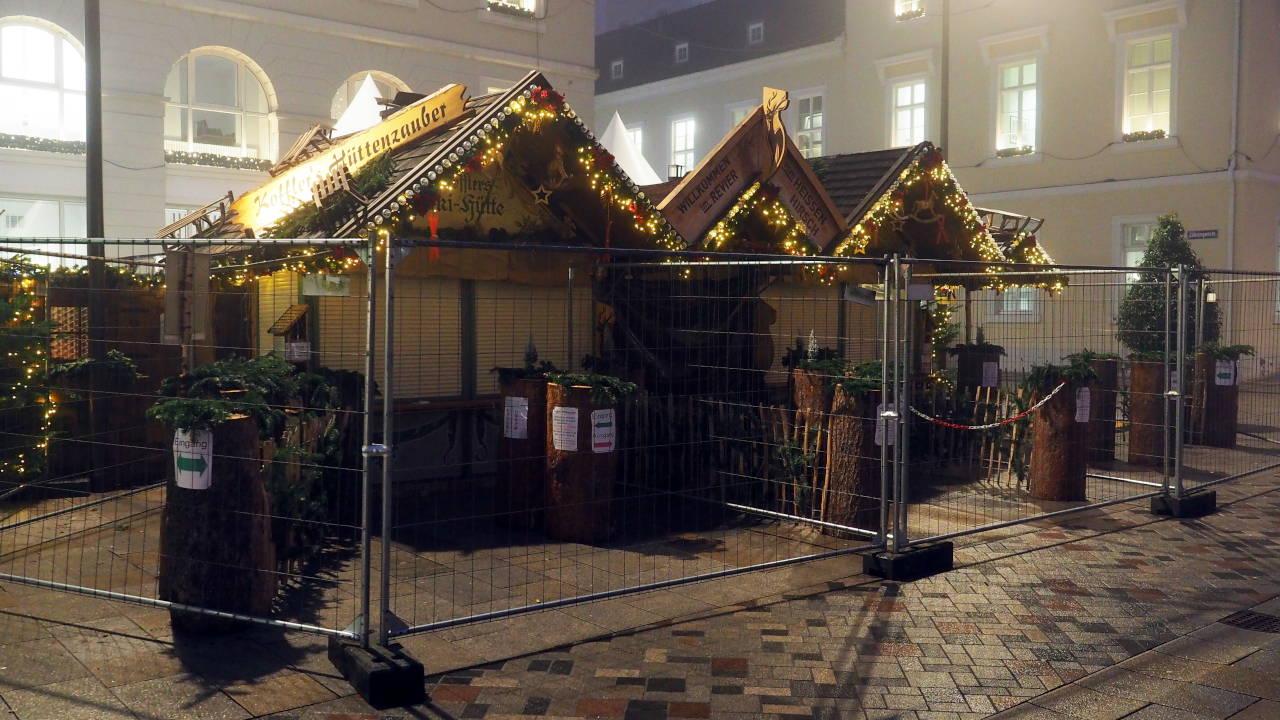 閉鎖されたクリスマス市の出店、カールスルーエ © Matsuda Masahiro