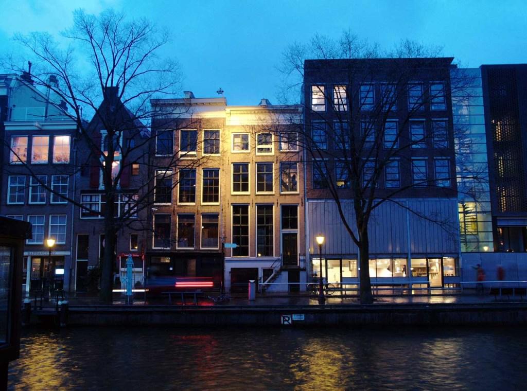 運河沿いにあるアンネ・フランク・ハウス、アムステルダム ©MATSUDA, Masahiro
