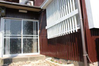 【DIY】サビだらけの外壁をペンキでリノベーション