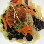 リンガーハットの冷やし麺(黒酢黒胡麻冷麺)