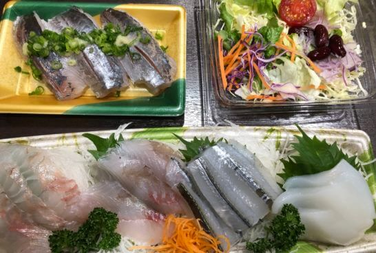 刺し身、サラダ、寿司