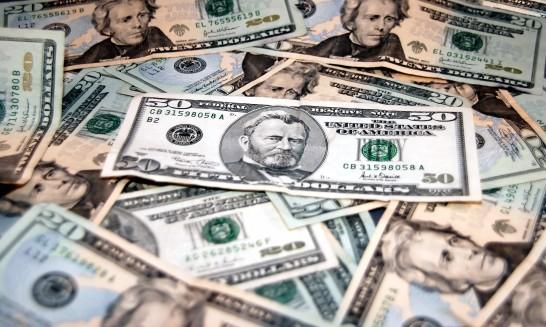 ドル紙幣の山