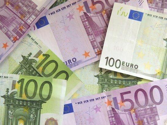 100ユーロと500ユーロ紙幣