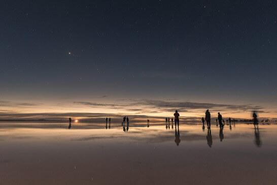 ウユニ塩湖の日没と星空