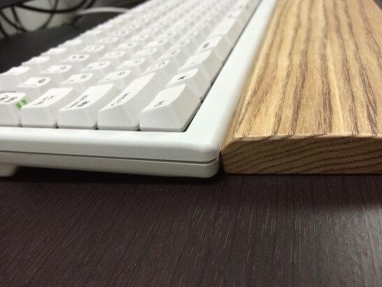 東プレのキーボードとFILCOのウッドパームレスト