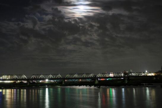 夜の月の明かり