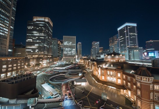 東京駅と日本郵政の建物