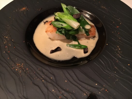 高級レストランの魚のソテー