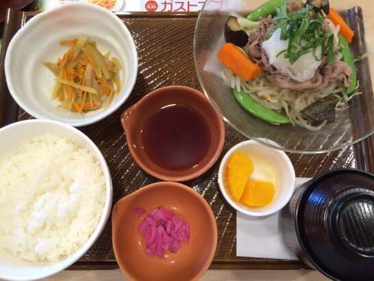 ガストの牛肉と野菜の冷製の定食