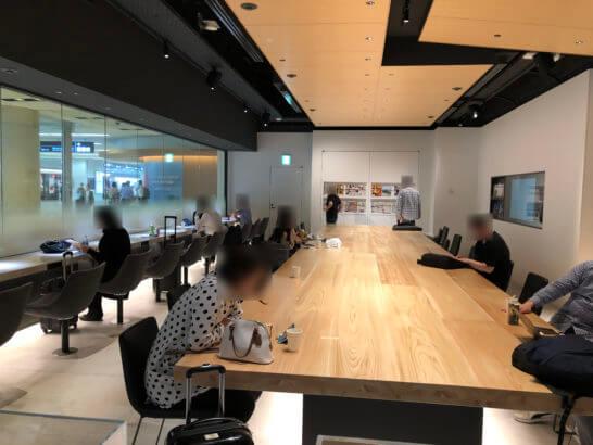 羽田空港 POWER LOUNGE CENTRALの室内