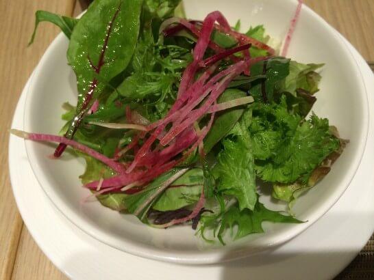 フライヤーズテーブルのサラダ