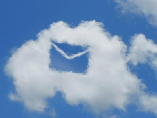 メールの形をした雲