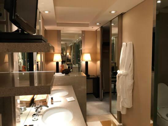 パークハイアット東京のスイートルームの洗面室