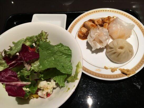 ヒルトン東京ベイのサラダと点心