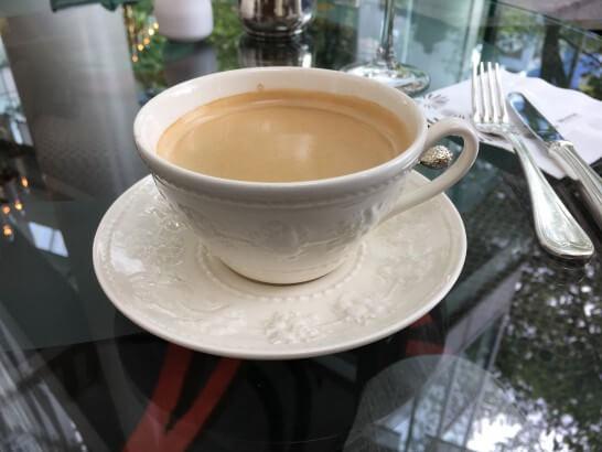 ホテルラウンジのコーヒー