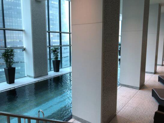コンラッド東京のプール